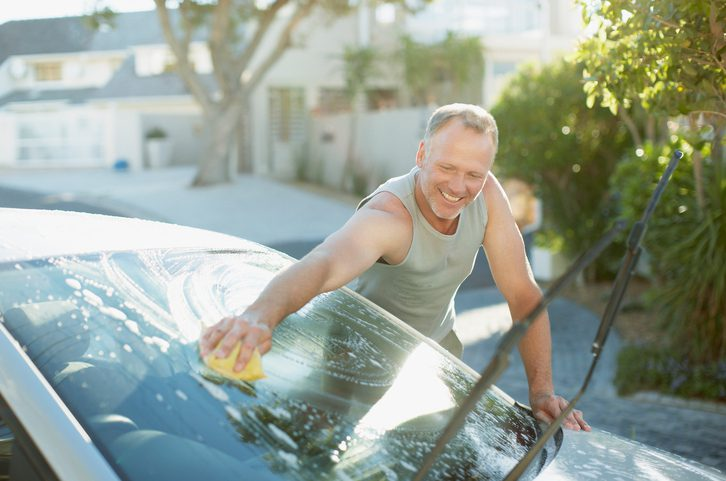 Keep Your Auto Glass Clean This Spring